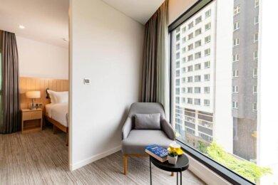 Compressed-Deluxe Suite Hotel Room